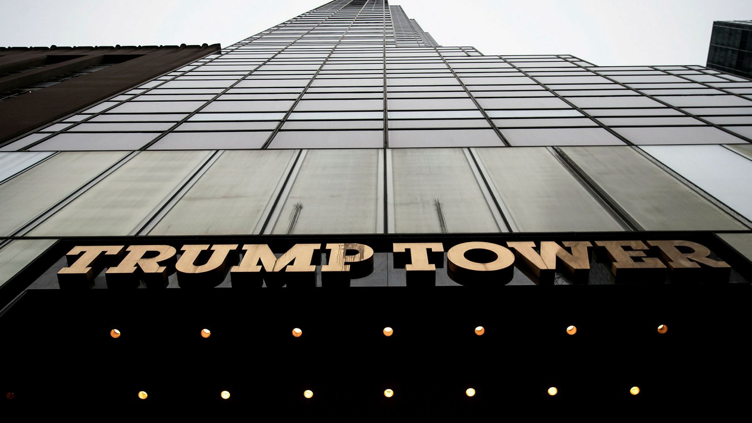 Donalt Trump hevder at USAs tidligere president sørget for at Trumps telefon i leiligheten i Trump Tower var avlyttet under presidentvalgkampen. Nå må han legge frem bevis for påstanden.