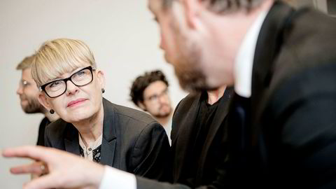 Astrid Søgnen, direktør for Utdanningsetaten i Oslo, her i samtale med tidligere kunnskapsminister Torbjørn Røe Isaksen.