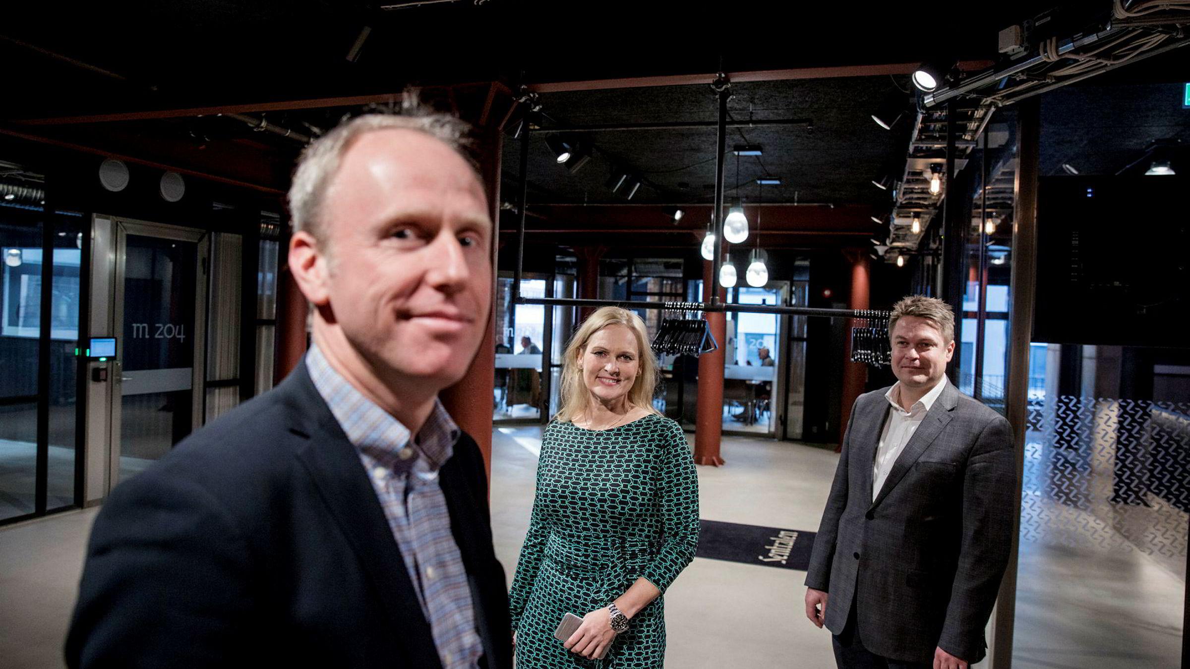 Erlend Sundvor (foran), direktør for betaling i Eika Gruppen, var tidlig ute med planene om øyeblikkelig overføring av kontanter mellom bankkontoer i 2012. Senere ble Eika nødt til å kjøpe seg inn i Vipps. Her med konsernsjef Hege Toft-Karlsen og direktør for digital utvikling, Atle Riksfjord.