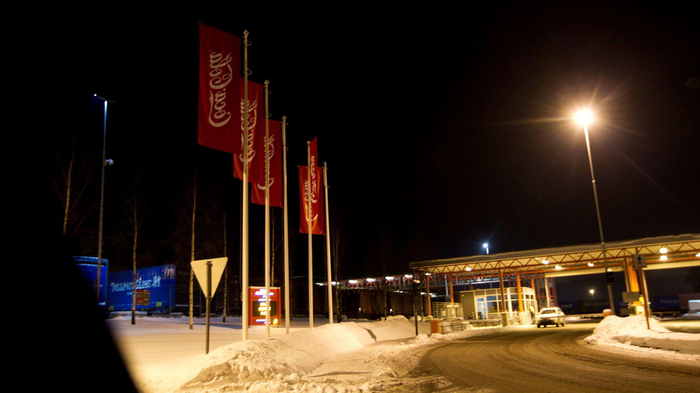 Elleve ansatte hos Coca-Cola blir permittert etter at mange av drikkevaregigantens produkter er fjernet fra Remas butikkhyller.