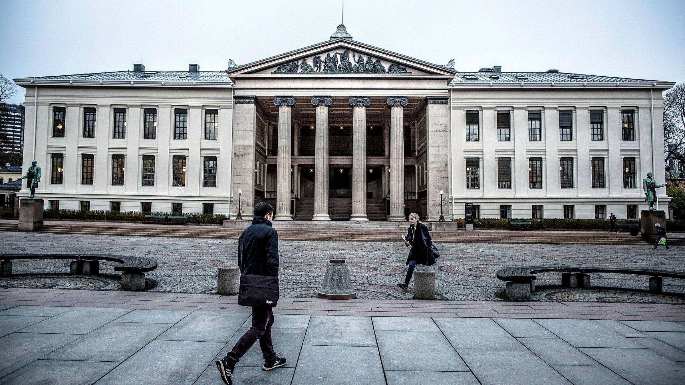Denne uken ønskes nye studenter velkommen til universiteter og høyskoler landet over. De 220 som har fått studieplass ved juridisk fakultet i Oslo, har gjennom hardt arbeid klart å komme seg gjennom et trangt nåløye.