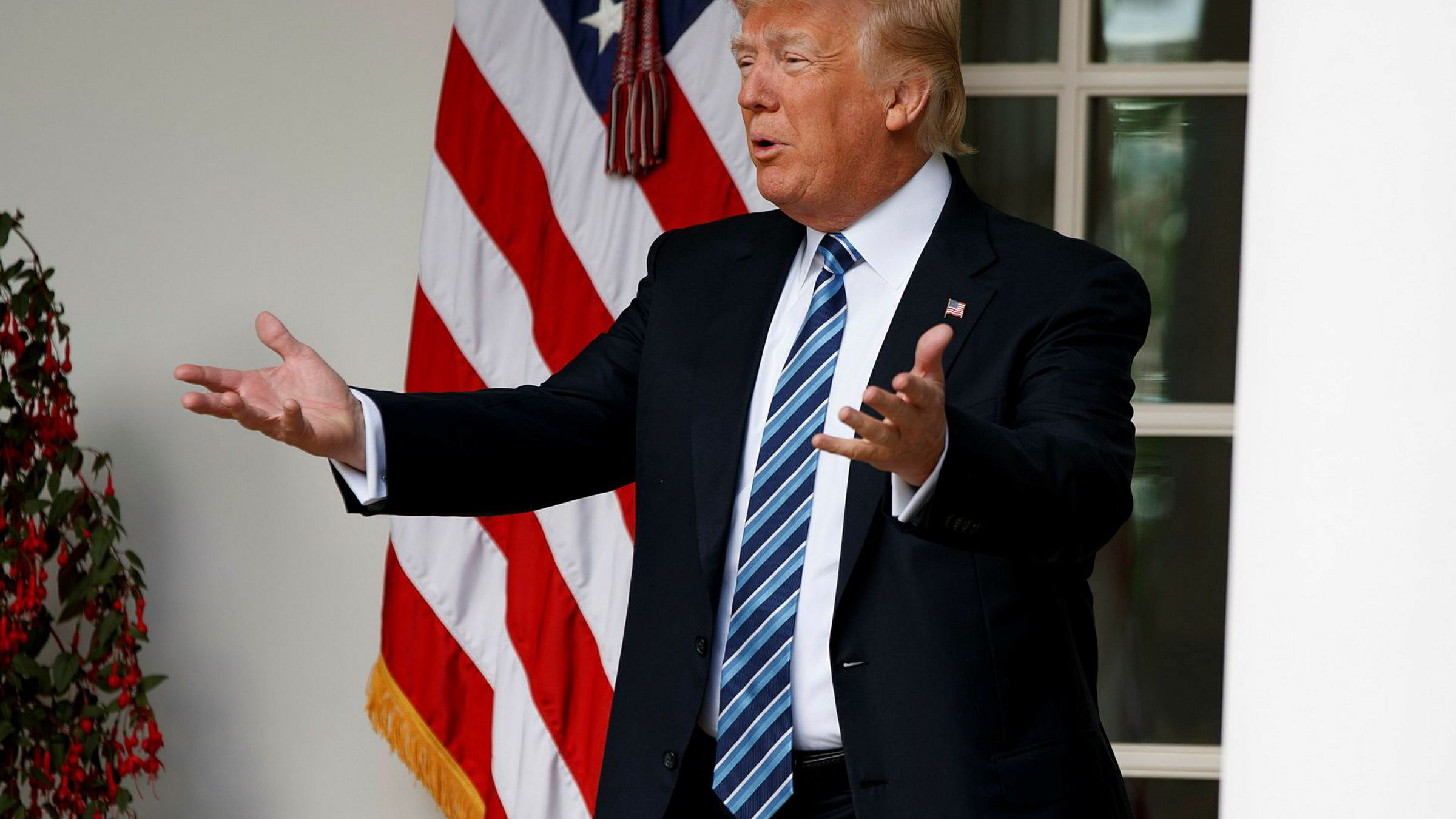 Gamblere er villig til å satse store penger på at Donald Trump ikke vil sitte perioden ut som USAs president.
