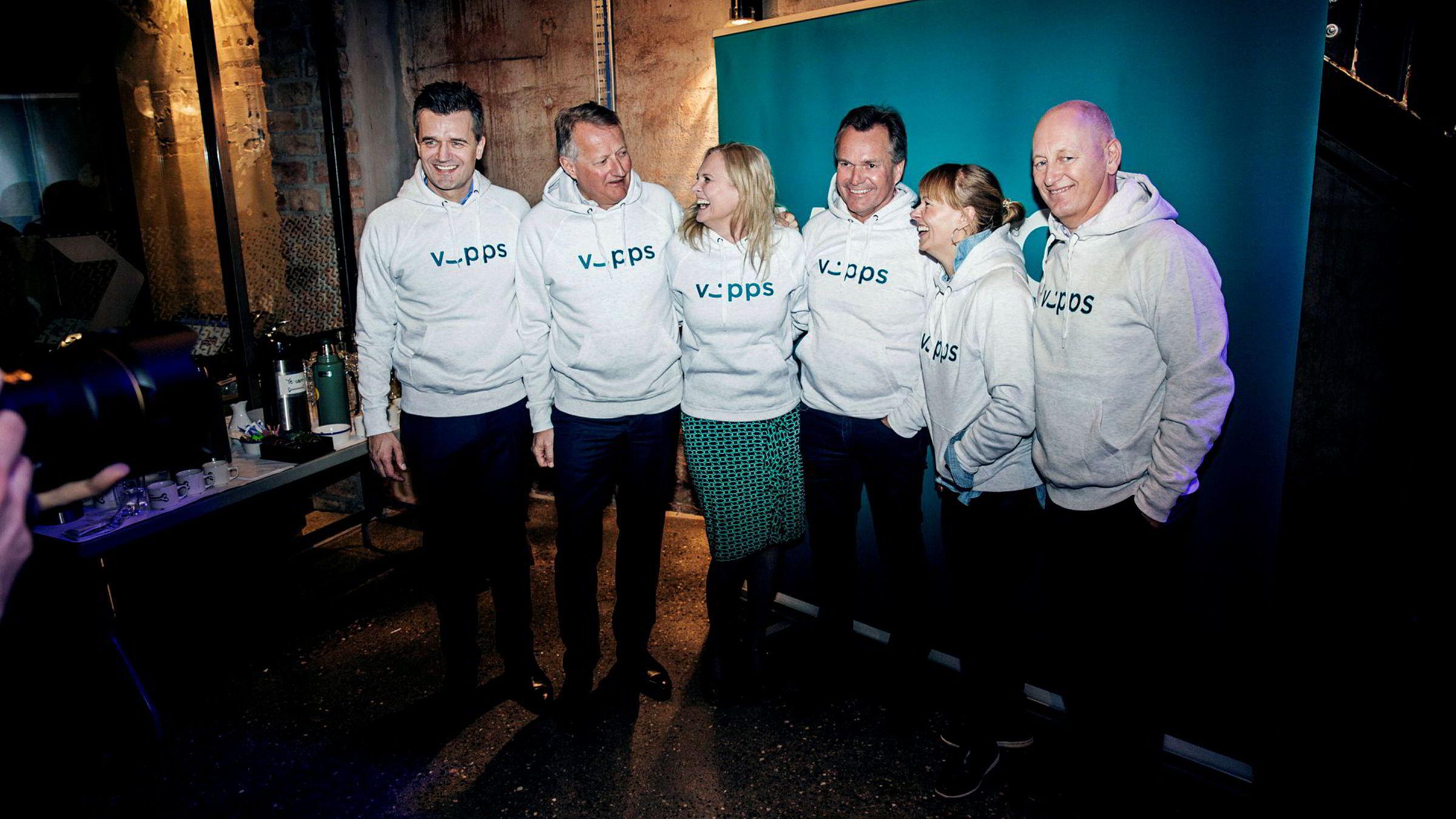 Vipps-sjef Rune Garborg (fra venstre) og DNB-sjef Rune Bjerke ville ha appen alene. Han ble tvunget til å snu av Eika-sjef Hege Toft Karlsen, Sparebank 1 SMN-sjef Finn Haugan, Mcash-sjef Elisabeth Haug og Geir Bergskaug i Sparebanken Sør.