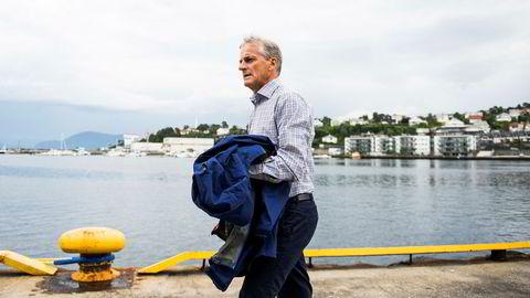 Jonas Gahr Støre (Ap) mener it-skandalen i Sverige er en påminnelse om at risikoen må tas på alvor. Her går han langs kaia i Leirvik på Stord på mandag, i forbindelse med Arbeiderpartiets valgkampturné på Vestlandet.