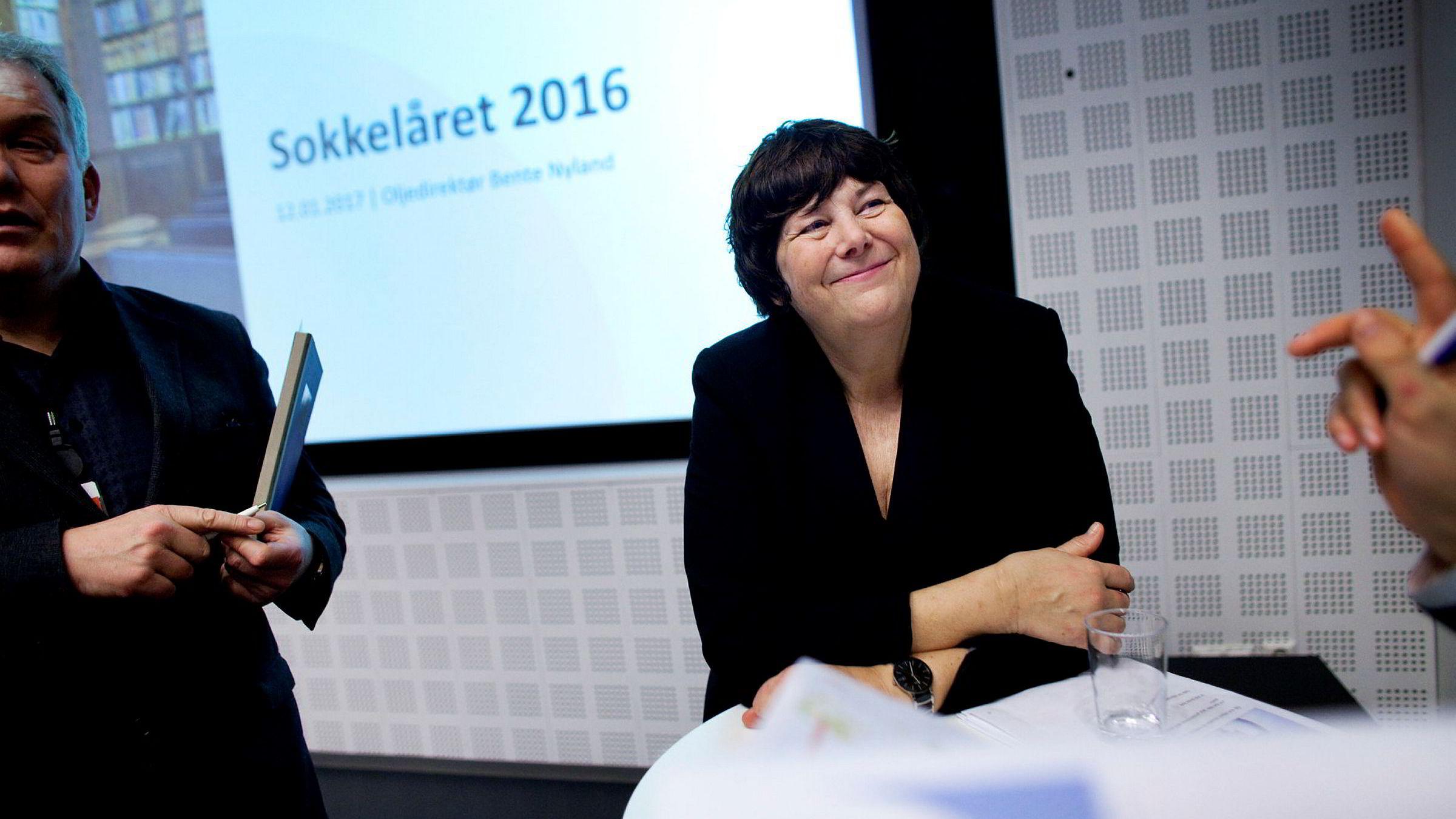 Oljedirektoratets sjef Bente Nyland la torsdag frem en årsoppsummering som bobler over av ny optimisme på vegne av norsk oljenæring. Til venstre tilsynstalsmann Bjørn Rasen.