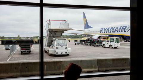 Europas største lavprisflyselskap Ryanair flyr med nær fulle fly. Men også konkurrentene har hatt sterk passasjervekst de siste månedene.