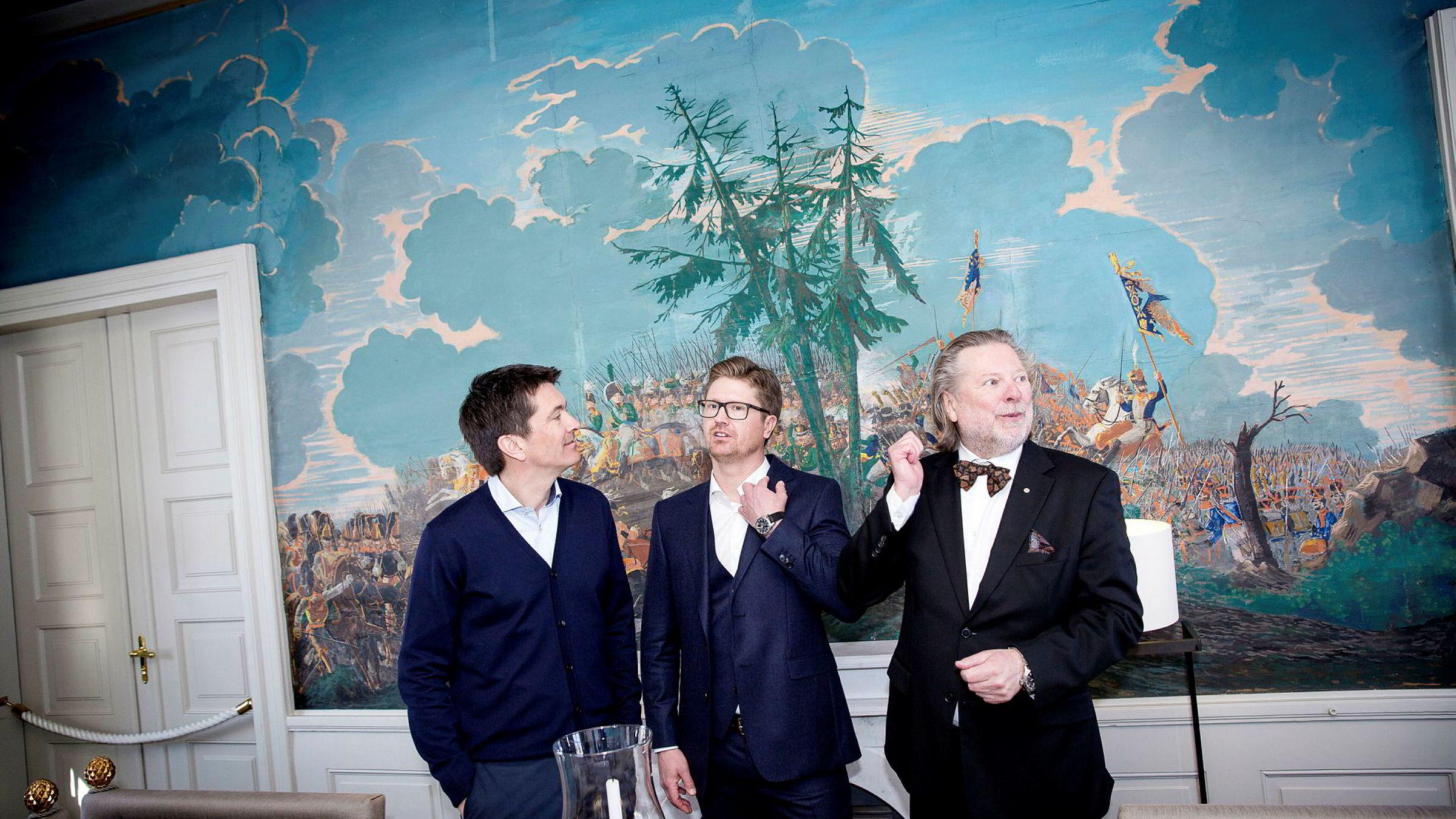 Ole Robert, Magnus og Odd Reitan benekter salg av dagligvarekjeden.
