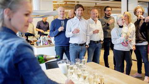 Feiret med champagne: I midten daglig leder Haakon Dahl og styreleder Bjørn Polmar i Kitchen reklamebyrå. Til venstre: kreativ leder Kjetill Nybø.