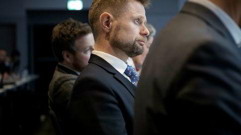 Helseminister Bent Høie lar akuttberedskapen bestå ved nesten alle landets sykehus.