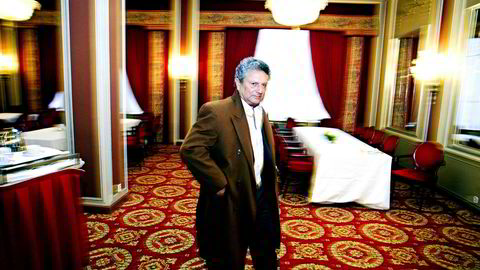 I februar 2007 la Eltek frem resultatet for 4. kvartal 2006. Her er Eltek-gründer Alain Angelil på vei inn til presentasjonen. På denne tiden var han etter eget utsagn utflyttet, men det var altså ikke lagmannsretten enig i. Nå er dommen rettskraftig etter at Høyesterett ikke slipper anken inn til behandling.