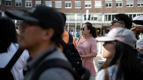 Utbruddet av Wuhan-viruset gjør at kinesiske turister ikke vil reise hjem. Flere virusfaste kinesere har kontaktet Utenriksdepartementet for å utsette reisen. Her fra Rådhusplassen i Oslo.