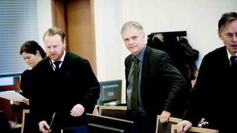 – Det har vært en heksejakt for å finne en syndebukk, sier Jon Rørosgaard (nummer to fra høyre) som var en av Morten Eriksens (til høyre) nærmeste medarbeidere i Transocean-saken.
