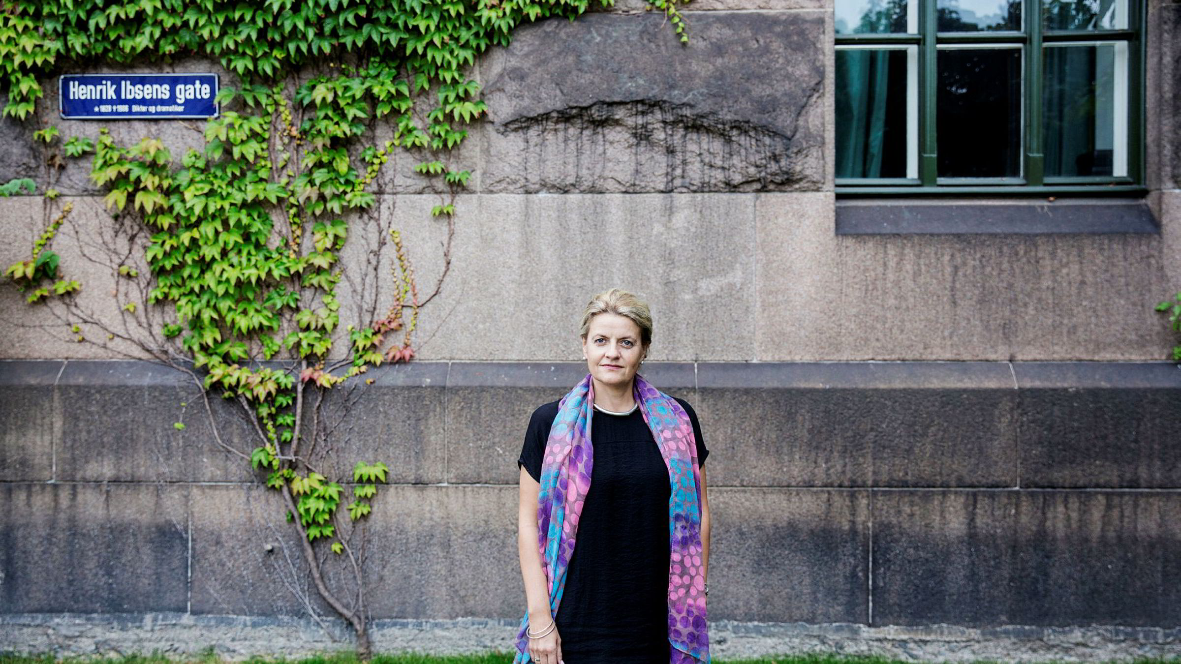 Inger Lise Blyverket, direktør for forhandlinger og arbeidslivspolitikk i Virke, mener innføring av minstelønn i hotell- og restaurantnæringene – og medførende plikt for alle til å påse at satsene følges – vil kriminalisere store deler av næringslivet.