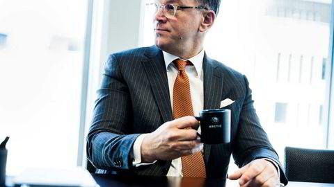 På forunderlig vis ble Arctics administrerende direktør Mads H. Syversen og en tidligere Arctic-kollega sittende med eiendomsaksjer verd over 100 millioner kroner etter en investering på bare 50.000 kroner.