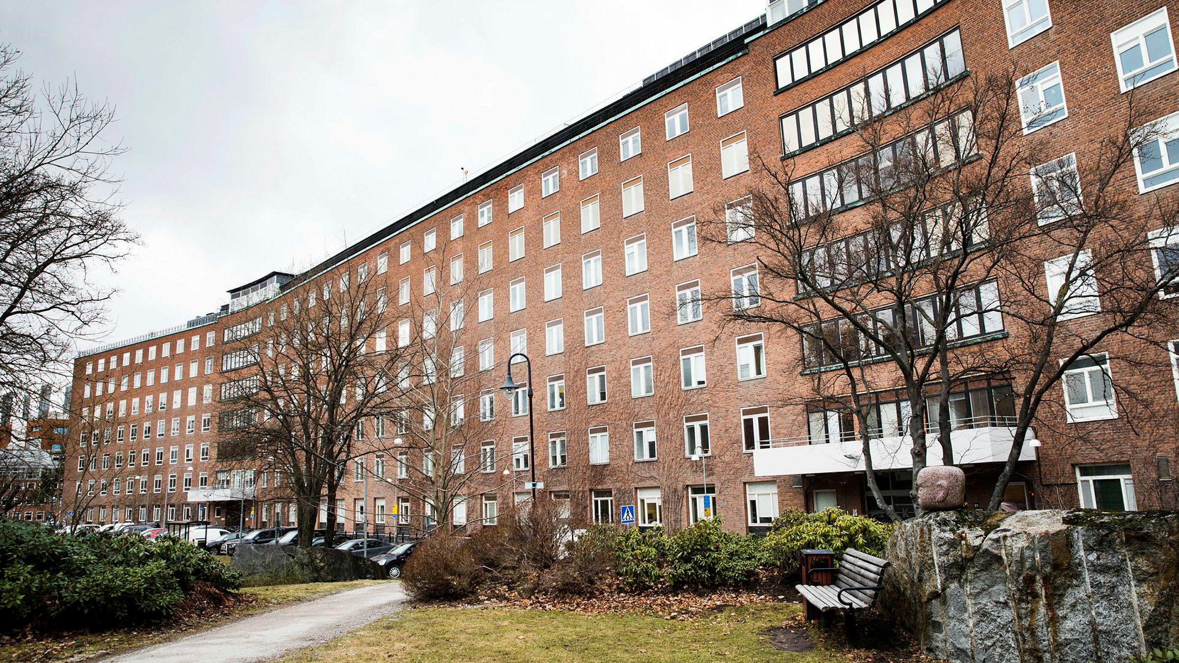 Hovedbygningen på den gamle delen av Karolinska Universitetssykehus, som skal selges og bygges om til leiligheter.