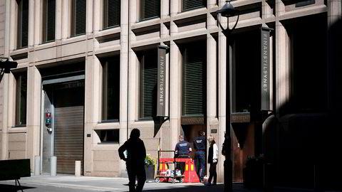 Utvalget foreslår også at Norges Bank skal få ansvar for å fastsette forskrifter for utlån med pant i boliger. Dette ansvaret ligger i dag i Finansdepartementet med forberedelse i Finanstilsynet, sier forfatteren. Her utenfor Finanstilsynet.
