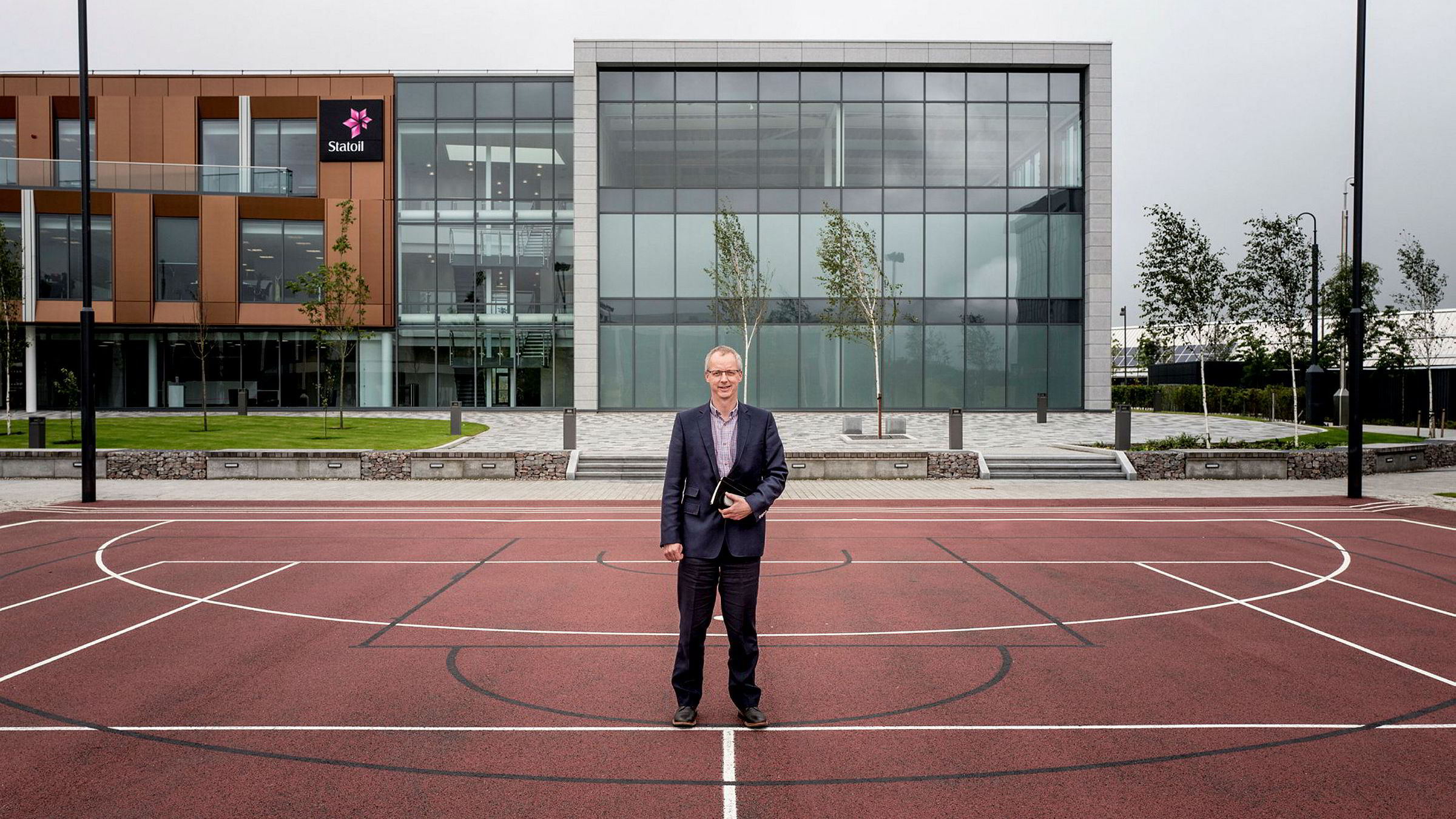 Her fra flunkende nye Statoil House i Aberdeen jobber blant andre Chris Andrews, Statoils sjef for oppfølging av feltandeler. Statoil-folkene vil bruke norsk oppskrift i Storbritannia.
