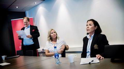 Jobbsøker Tone Therese Gulbrandsen (til høyre) brukte et eksternt byrå for å få skrevet cv. Erik Falk Hansen, daglig leder i hodejegerselskapet OG-S, og Kathrine Evenmo Ervik, daglig leder i Express Rekruttering, er kritiske til disse tjenestene.