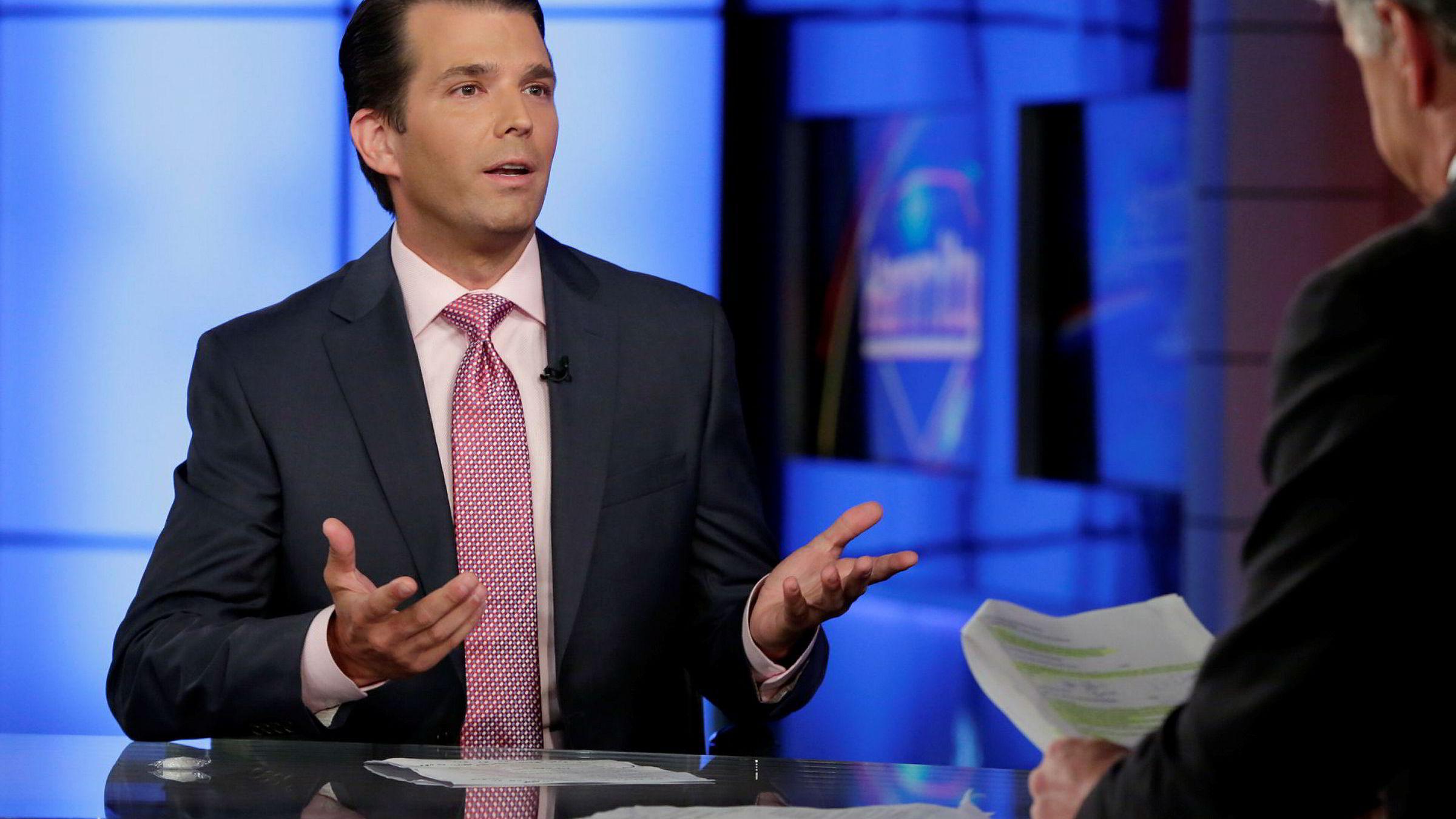 Donald Trump junior sa under et intervju med TV-vert Sean Hannity på Fox News at han i ettertid ser at han kunne gjort ting annerledes, etter å ha publisert fire sider med epostutveksling på Twitter.