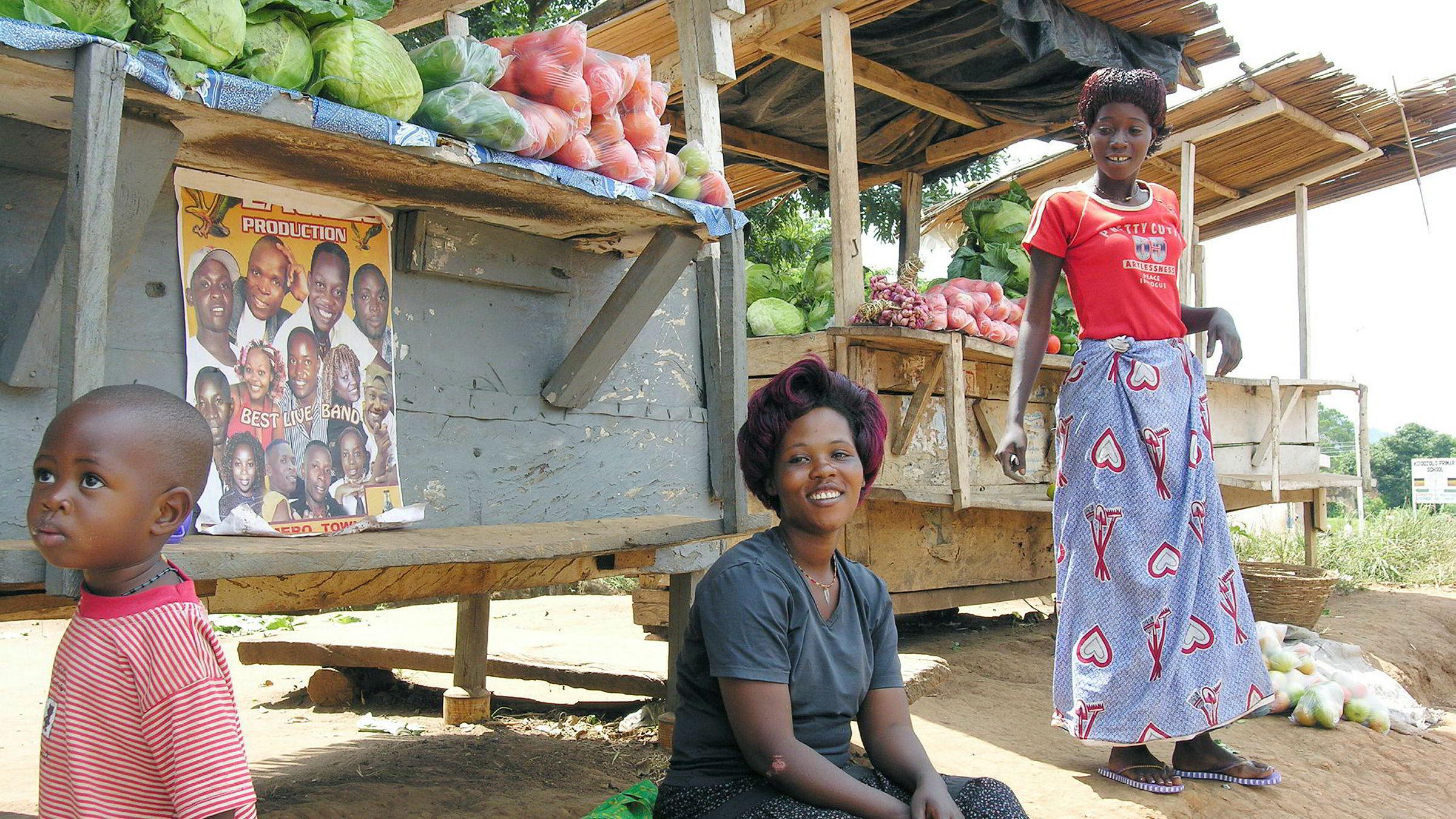 Norfund er medeier iEquity Bank i Kenya og DFCU i Uganda, som aktivt fremmer kvinnelige entreprenører gjennom egne programmer, sier forfatteren. Her fra Uganda.