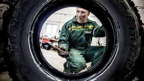 Per Olav Moa er gründer av Moa Transport – et transportfirma som kjører lastebil for Felleskjøpet. Vekstvinneren sparer kostnader på å skifte dekk på bilene sine selv.