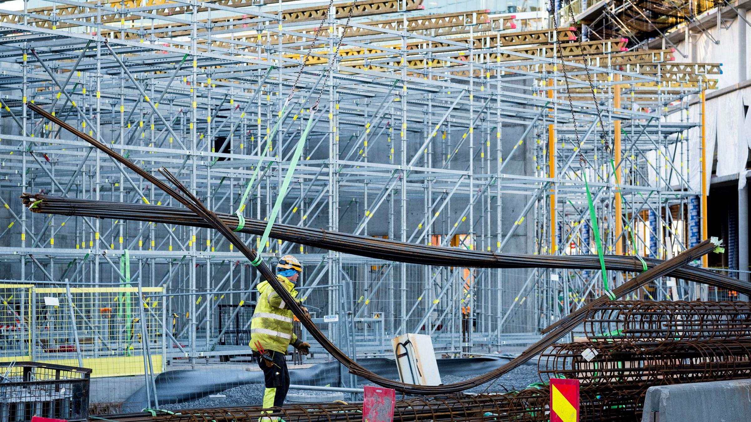 Norske byggeplasser kan bli utslippsfrie med «enkle» tiltak, viser ny rapport.