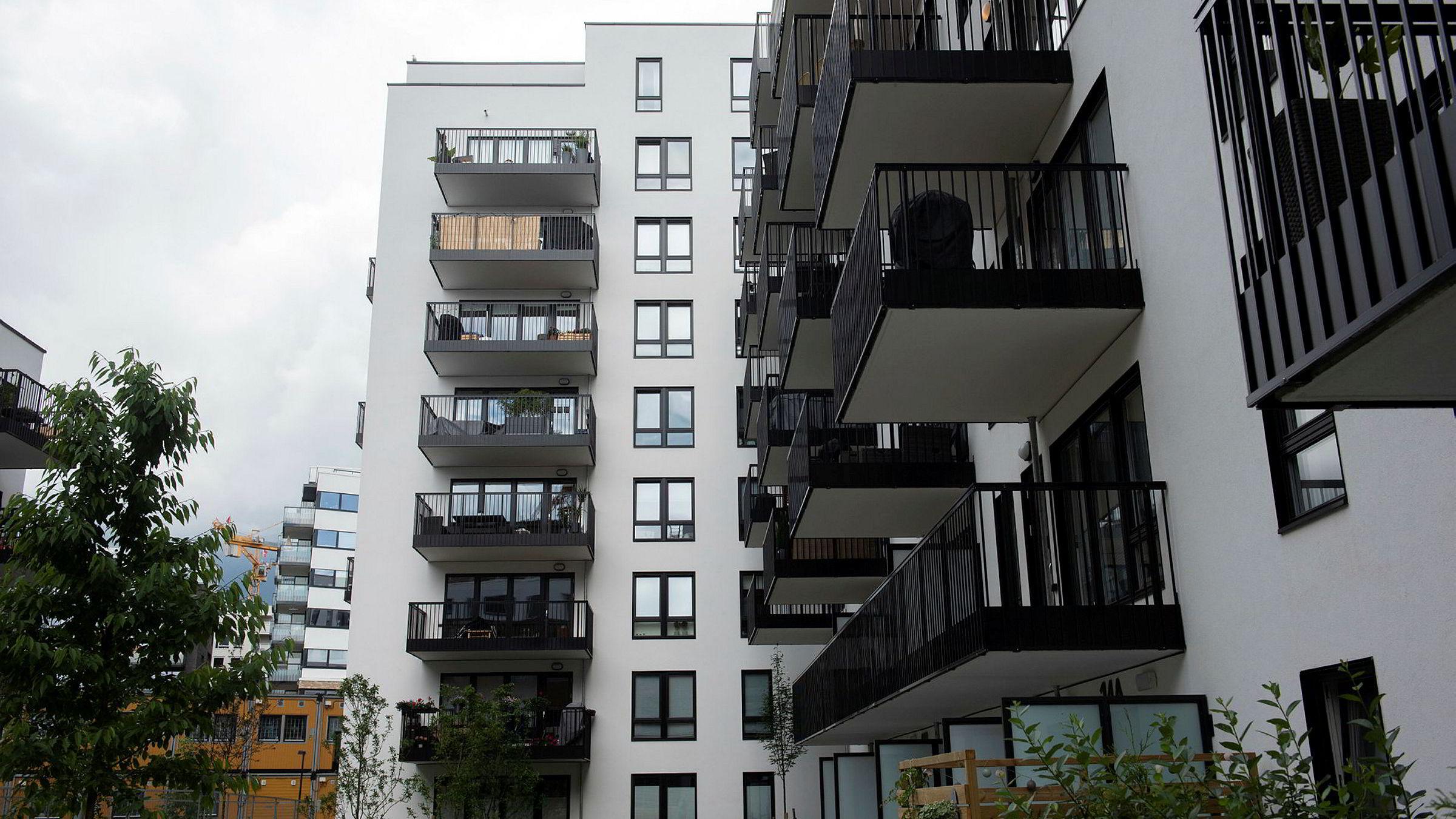 Det er en klar økning i beholdningen av usolgte boliger her til lands, ifølge ny rapport. (Arkivfoto av nye boliger på Hasle i Oslo.)