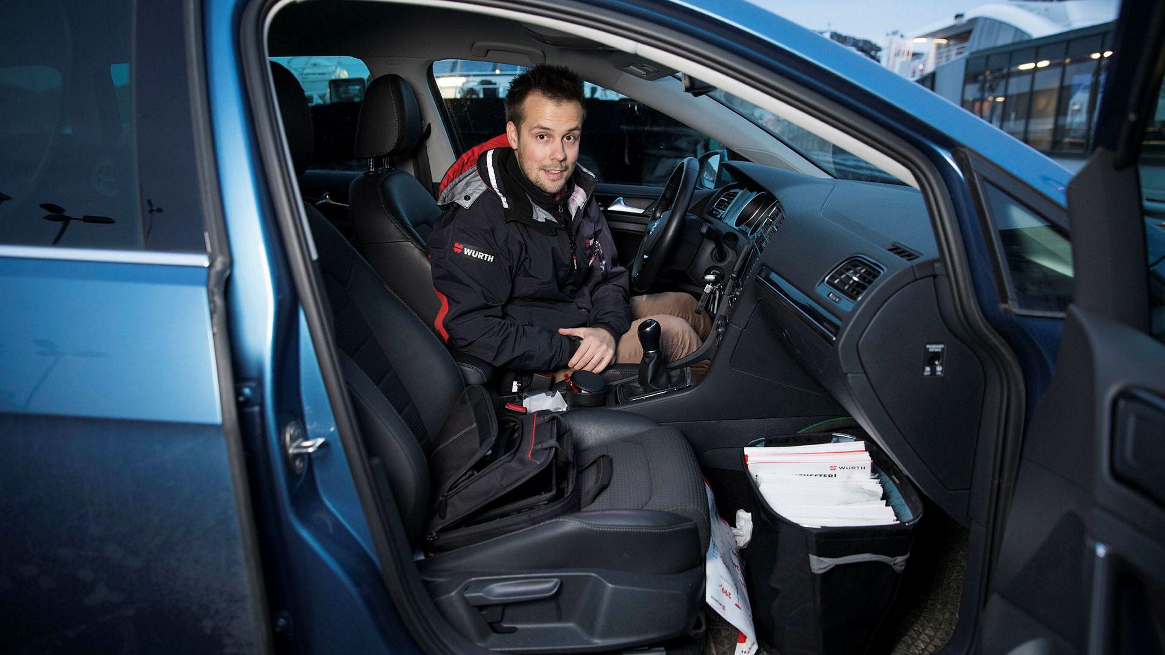Joakim Skonseng er salgskonsulent i Würth og bruker bilen som kontor. Han kommer ikke til å savne FM-sendingene.