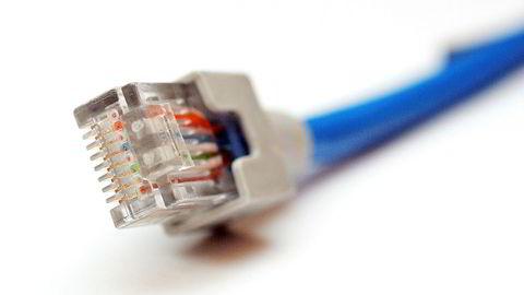 Regjeringen vil ha nye regler som gjør det enklere og billigere å bygge ut bredbånd.