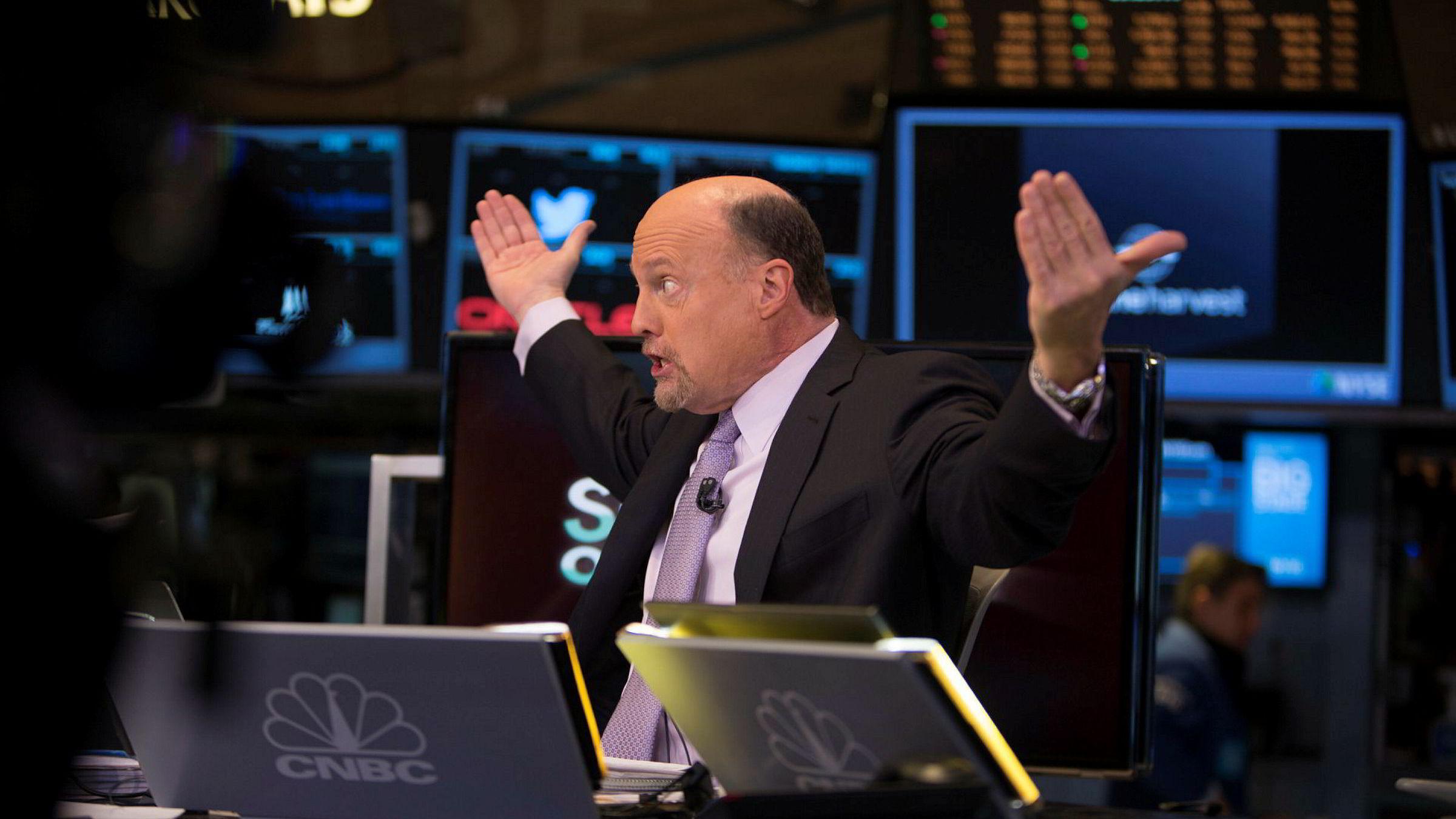 Programleder Jim Cramer i Mad Money på børsgulvet på New York Stock Exchange.