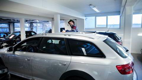 DN omtalte tidligere i år Per Rønning i Pers Bil som opplever at interessen for dieselbiler faller. Han har nylig startet å selge elsykler for å ha flere ben å stå på.