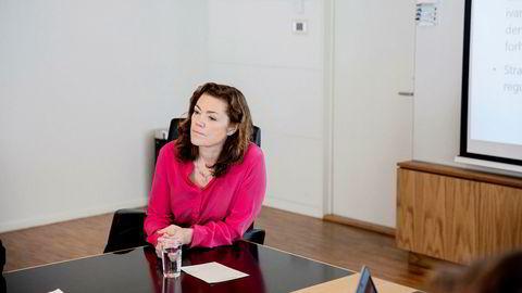 NHO-sjef Kristin Skogen Lund er skuffet over Jonas Gahr Støre. Hun mener Ap-lederens LO-frieri truer trepartssamarbeidet.