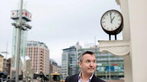 Hotellrådgiver Peter Wiederstrøm ser lysning i hotellmarkedet i flere byer. Men i Oslo er det fortsatt bekmørkt.