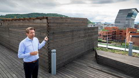 Øyvind Magerøy kjøpte en leilighet i Operagata i 2017. Han opplyser at kjøperne i 2019, rett før overtagelse, ble gjort oppmerksom på at tre parseller var solgt privat til tre kjøpere. – Det er sørgelig, sier Magerøy,