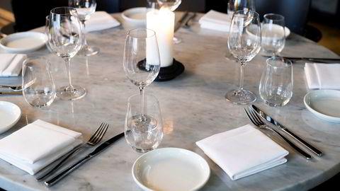 Mange restauranter har operert med liten buffer før koronakrisen kom, og kan nå gå konkurs, ifølge analyser fra kredittvurderingsselskaper.