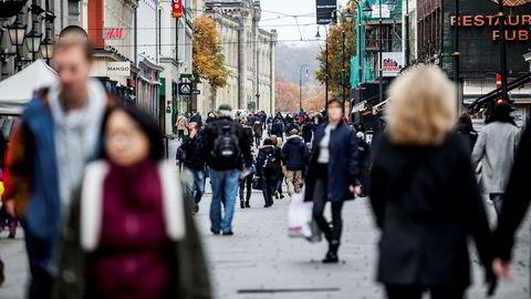 De fleste har det veldig bra i Norge. Men vi slutter ikke med politikk av den grunn, mener forfatteren.
