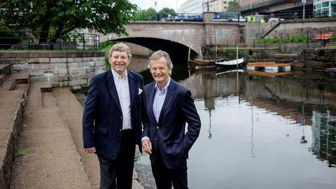 Tidligere Telenor-sjef Jon Fredrik Baksaas (til høyre) blir administrerende direktør for CoolOff Capital, selskapet som tar mål av seg å reise 100 milliarder kroner til investeringer i fornybar energi. Til venstre initiativtageren Jørgen M. Grønneberg.