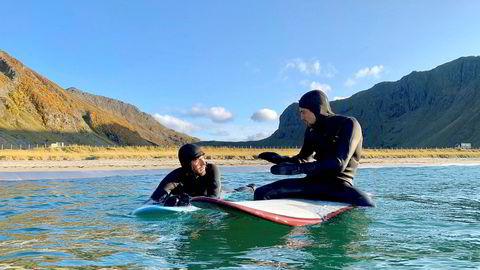 Unstad Arctic Surfing driver blant annet med overnatting, matservering og surfeinstruksjon, og har normalt 25 i arbeid om sommeren. Nå er de 13 på jobb, opp fra ingen i mars.