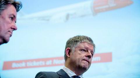 Norwegians finansdirektør Geir Karlsen (fra venstre) og konsernsjef Jacob Schram jobber i helgen får å sikre nok støtte til selskapets kriseplan i en ekstra runde. Bildet er fra februar i år.