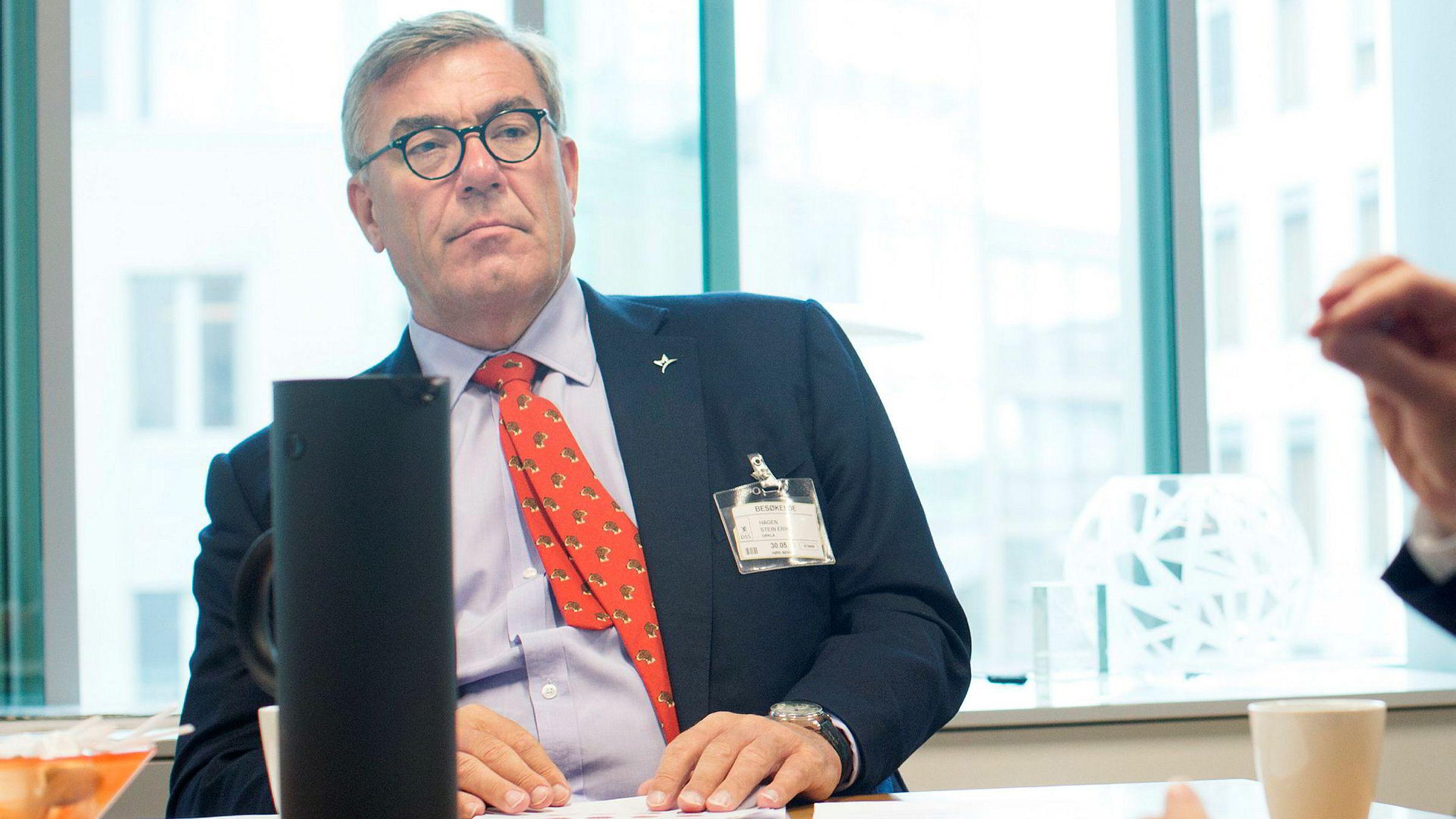 Investor Stein Erik Hagen ansetter ny toppsjef i Jernia, mens den tidligere Jernia-sjefen blir finansdirektør. Her fra et møte hos helseminister Bent Høie.
