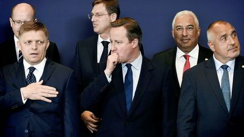28. juni 2016: David Cameron traff kolleger på sin siste EU-samling med statsminister-kolleger noen uker før han formelt gikk av. Bakerst fra venstre: Bohuslav Sobotka (Tsjekkia), Miro Cerar (Slovenia), Antonio Costa (Portugal), Robert Fico (Slovakia) Cameron og Boyko Borisov (Bulgaria).