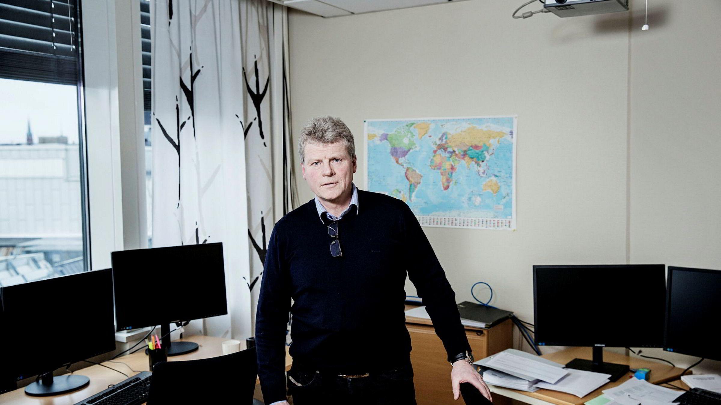Økokrim anslo i 2013 at betalingsagenter overførte tre milliarder kroner i året ut av Norge. – Det reelle tallet er trolig mye høyere, sier Sven Arild Damslora, leder for Enheten for finansiell etterretning i Økokrim.