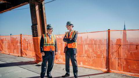 Giacomo Landi (fra venstre) og Nils Bølset, henholdsvis toppsjef og visepresident ved DNBs USA-kontor, har god grunn til å smile på Manhattan. Etter at Donald J. Trump ble president i november i fjor har det vært gode tider på Wall Street.