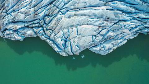 Blå skjønnhet. Erdalsbreen ved Stryn. Fotograf Mohsen Anvaari oppdaget at Erdalsbreen hadde trukket seg tilbake lenger enn han trodde. – En innsjø som ikke eksisterte på kartet, hadde dukket opp foran breen, sier han