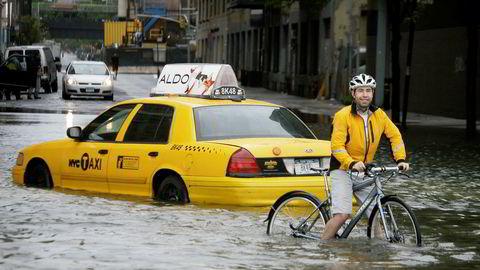 New York er en av mange storbyer som vil bli rammet av stigende havnivå. Bildet viser oversvømmelsen etter at den tropiske stormen Irena passerte millionbyen i 2011.