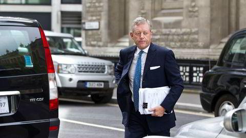 Alexander Vik på vei til rettssalen i Rolls Building i London i 2008 da han saksøkte Deutsche Bank for over åtte milliarder kroner.