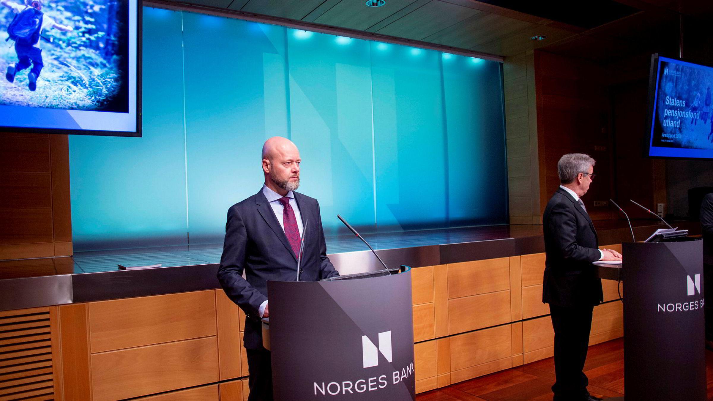 Yngve Slyngstad legger frem Oljefondets resultater for 2019. Til høyre sentralbanksjef Øystein Olsen.