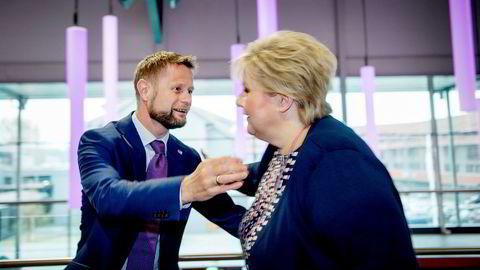 – Jeg er veldig bekymret, sier statsminister Erna Solberg om utviklingen av antibiotikaresistensen i verden. Her sammen med helseminister Bent Høie.
