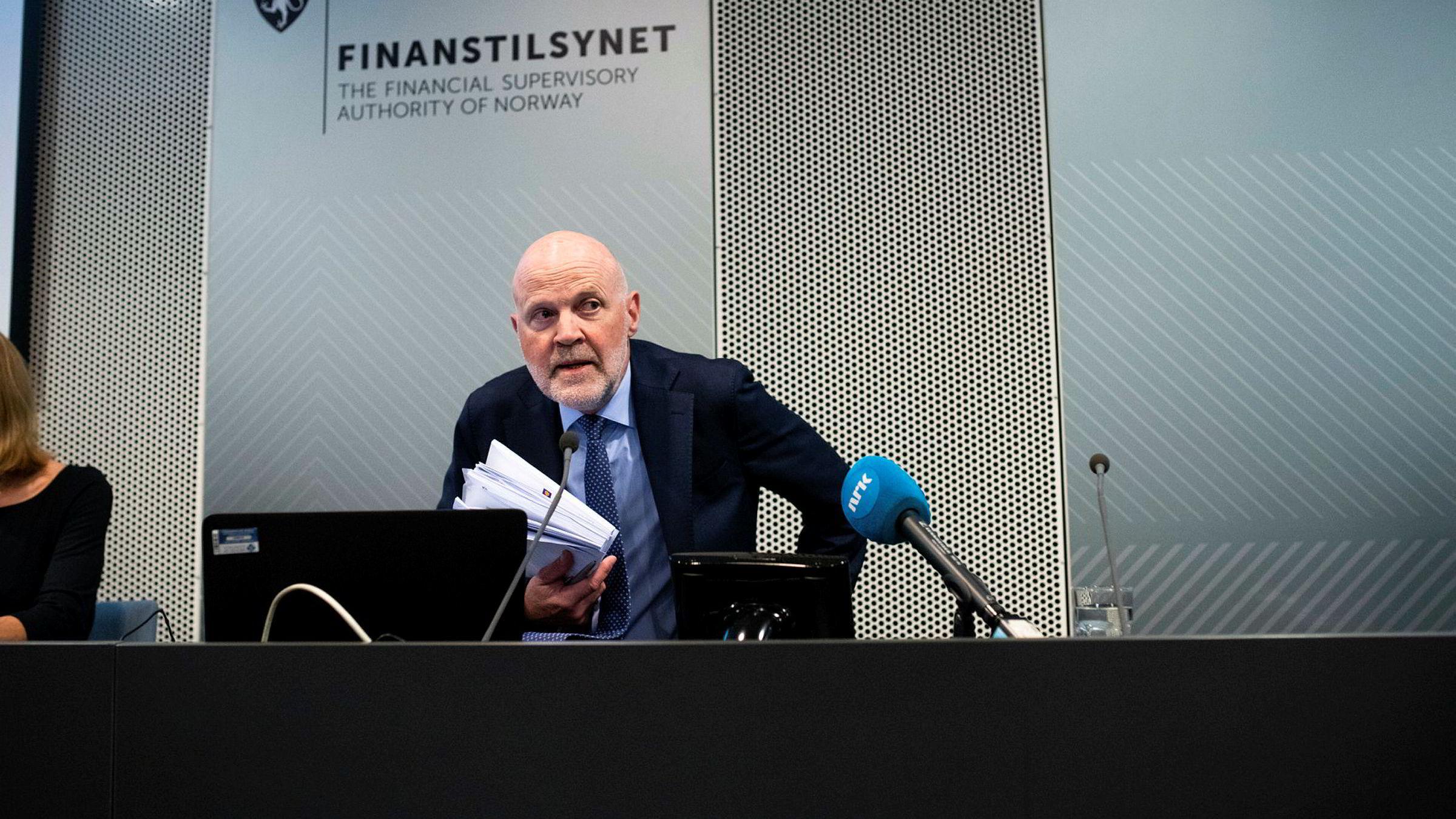 Finanstilsynets sjef Morten Baltzersen vil følge opp banker som ikke følger det nye regelverket om forbrukslån.