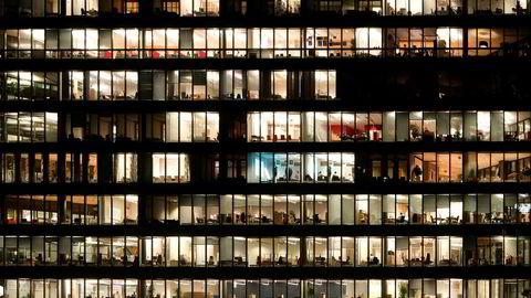 Brudd på bestemmelsene om overtidsbetaling ligger som en latent økonomisk bombe i virksomhetene, skriver forfatterne.